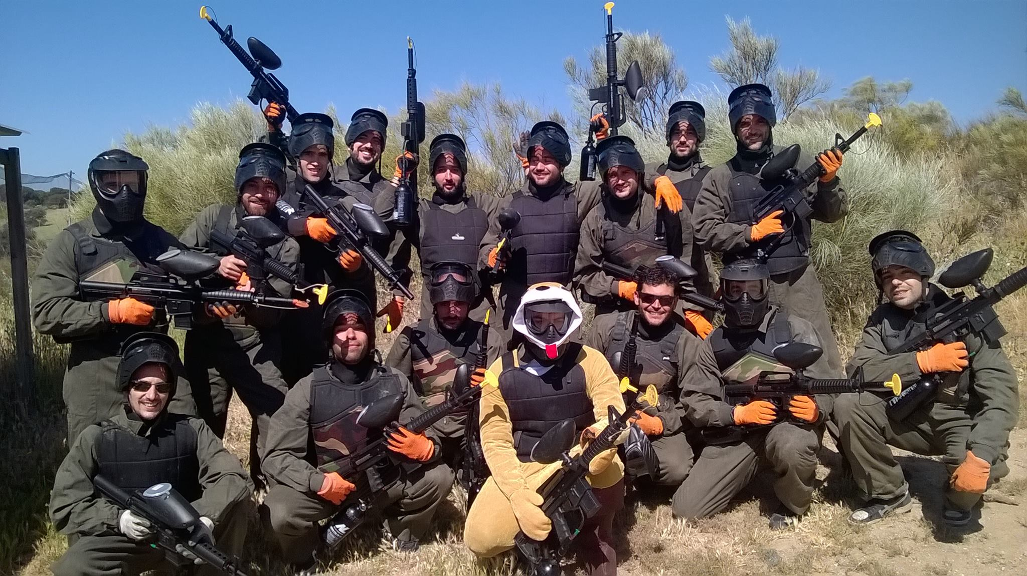 Click to enlarge image despedida-soltero-paintball-madrid.jpg